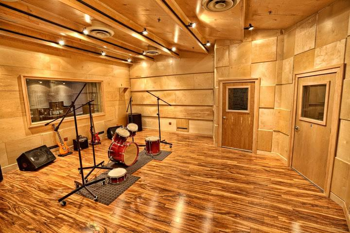 Audiomaxx recording studios cherry hill nj studio for Recording studio live room design