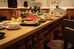 Cap'n Cat Clam Bar food fresh seafood in Voorhees NJ