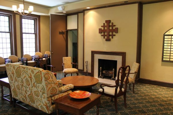 sitting lounge at Glencoe Union Church – Glencoe, IL