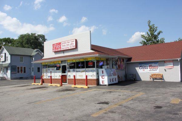 store front of Pike Wines & Liquors in Hammonton, NJ