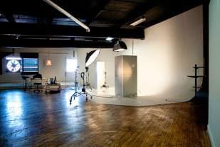 Red Cedar Photography Studios – See-Inside Photography Studio, Philadelphia, PA