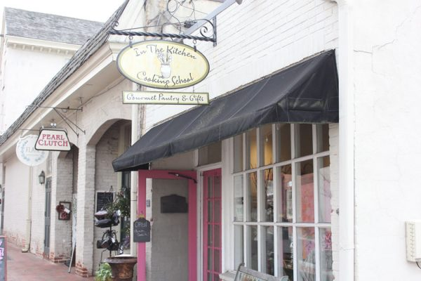In-the-Kitchen-Cooking-School-Haddonfield-NJ-store-front-entrance-sign-logo-gourmet-pantry-gifts