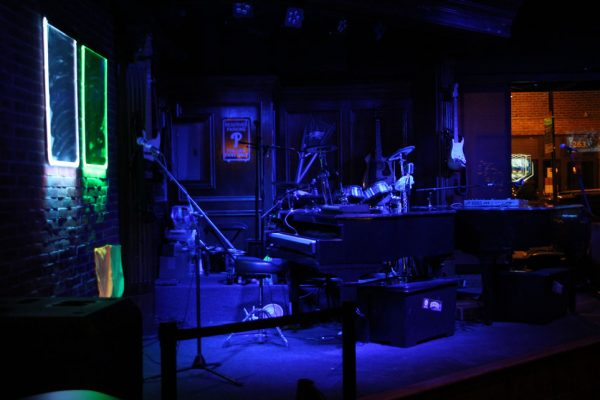 Howl at the Moon Philadelphia PA stage piano