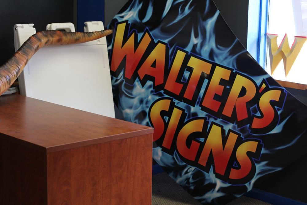 Walter's Signs – See-Inside Retail Store, Berlin, NJ