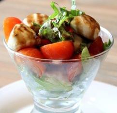 Cacio e Pepe Artesia II, Guaynabo Puerto Rico mozzarella tomato salad balsamic vinegar