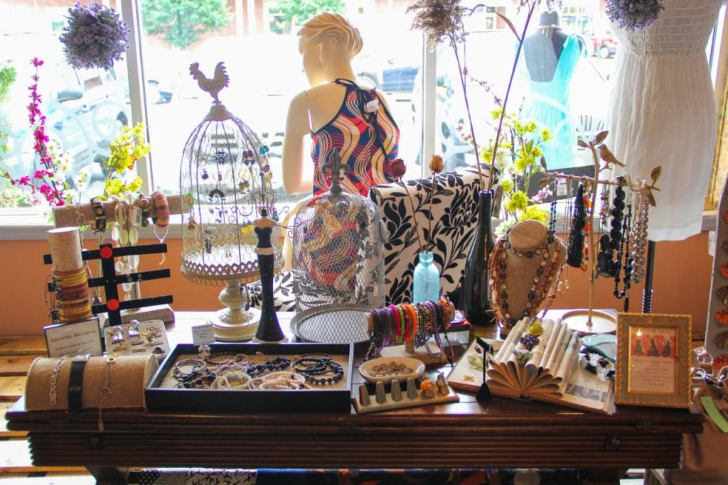 Refinemint Consignment Boutique – See-Inside Retail Store, Belford, NJ