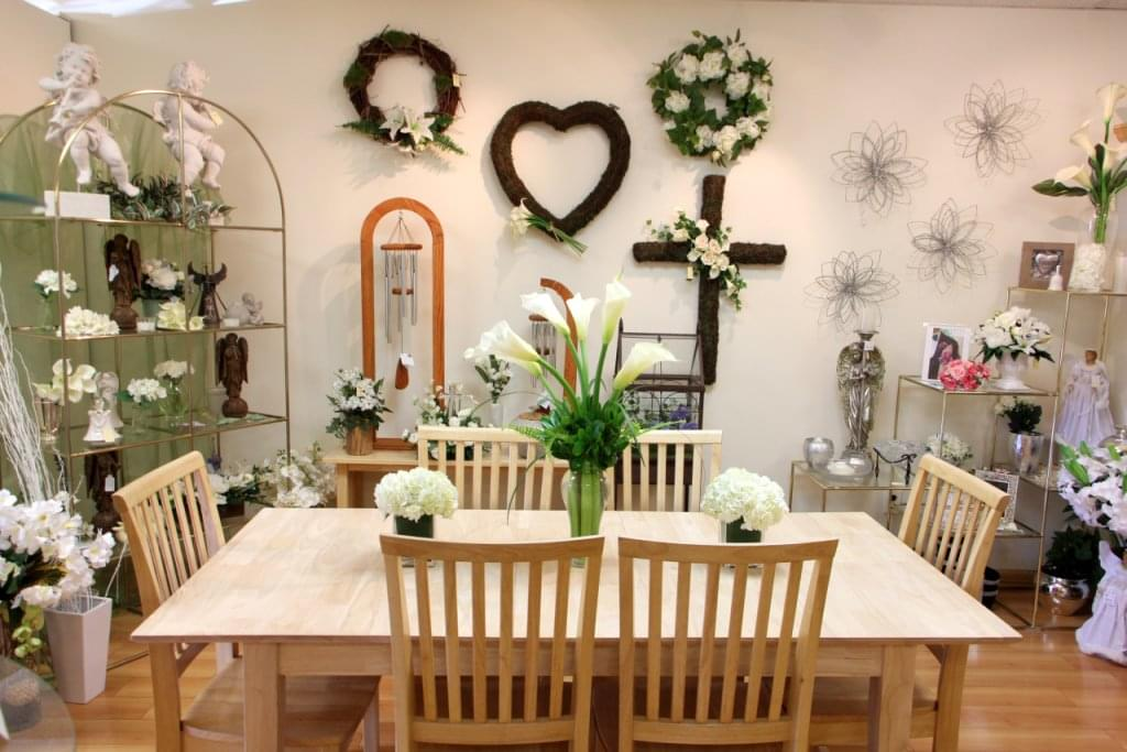 Bakanas Flowers And Gifts Marlton NJ table display