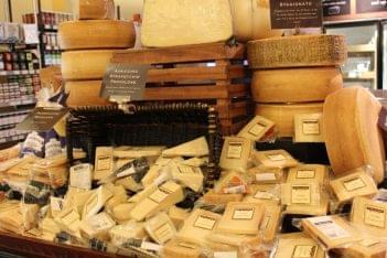Di Bruno Bros Philadelphia PA grocery store cheese