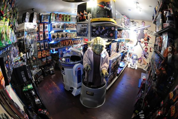 It's A Toy Store Richland NJ star wars yoda statue r2d2 display