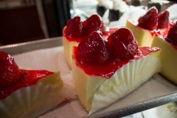 Diamond Restaurant Hainesport NJ strawberry cheesecake