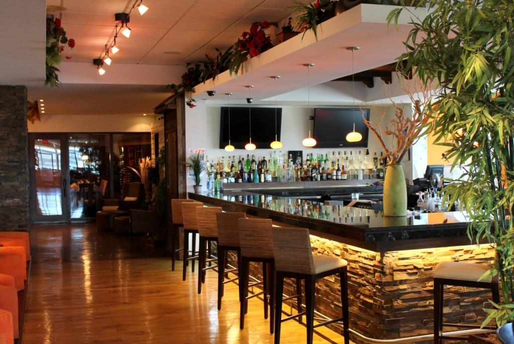 Restaurante Moriviví Cagaus, Puerto Rico Caribbean Restaurant bar seating