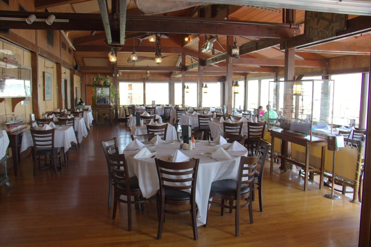 Bahrs Landing Seafood Restaurant & Marina Highlands NJ table