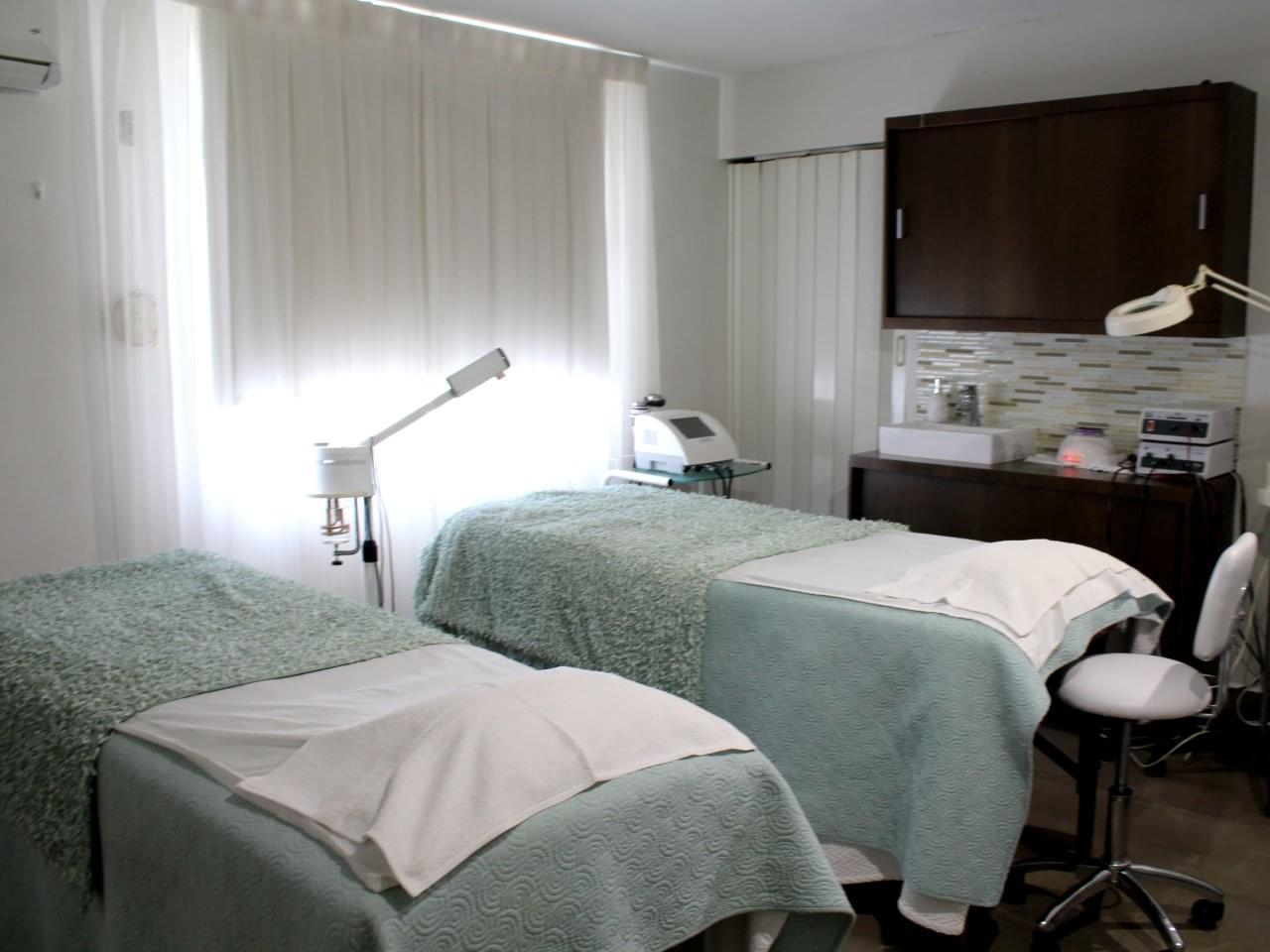 Belle du jour san juan puerto rico beauty salon see for Beauty salon bed