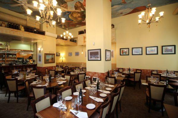 Bellini Grill Italian Restaurant Philadelphia PA tables