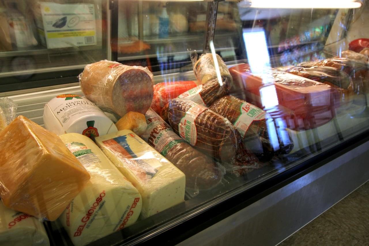 Lou & Ann's Delicatessen, Cherry Hill Deli – See-Inside