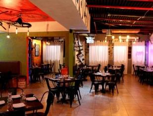Mashawi Divino Guaynabo Puerto Rico restaurant table seating