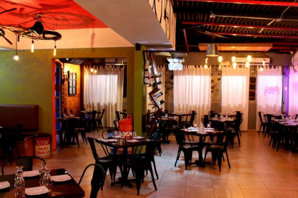 Mashawi Divino Guaynabo Puerto Rico restaurant table seating