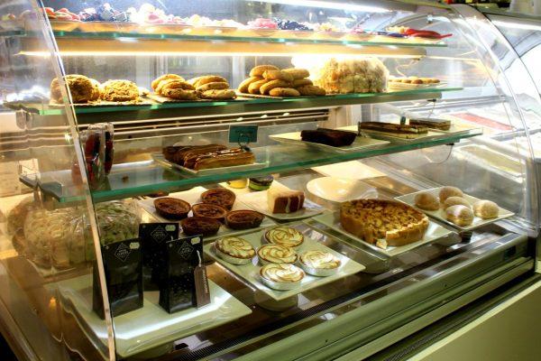 Rendez Vous Lounge Restaurant Sint Maarten dessert display