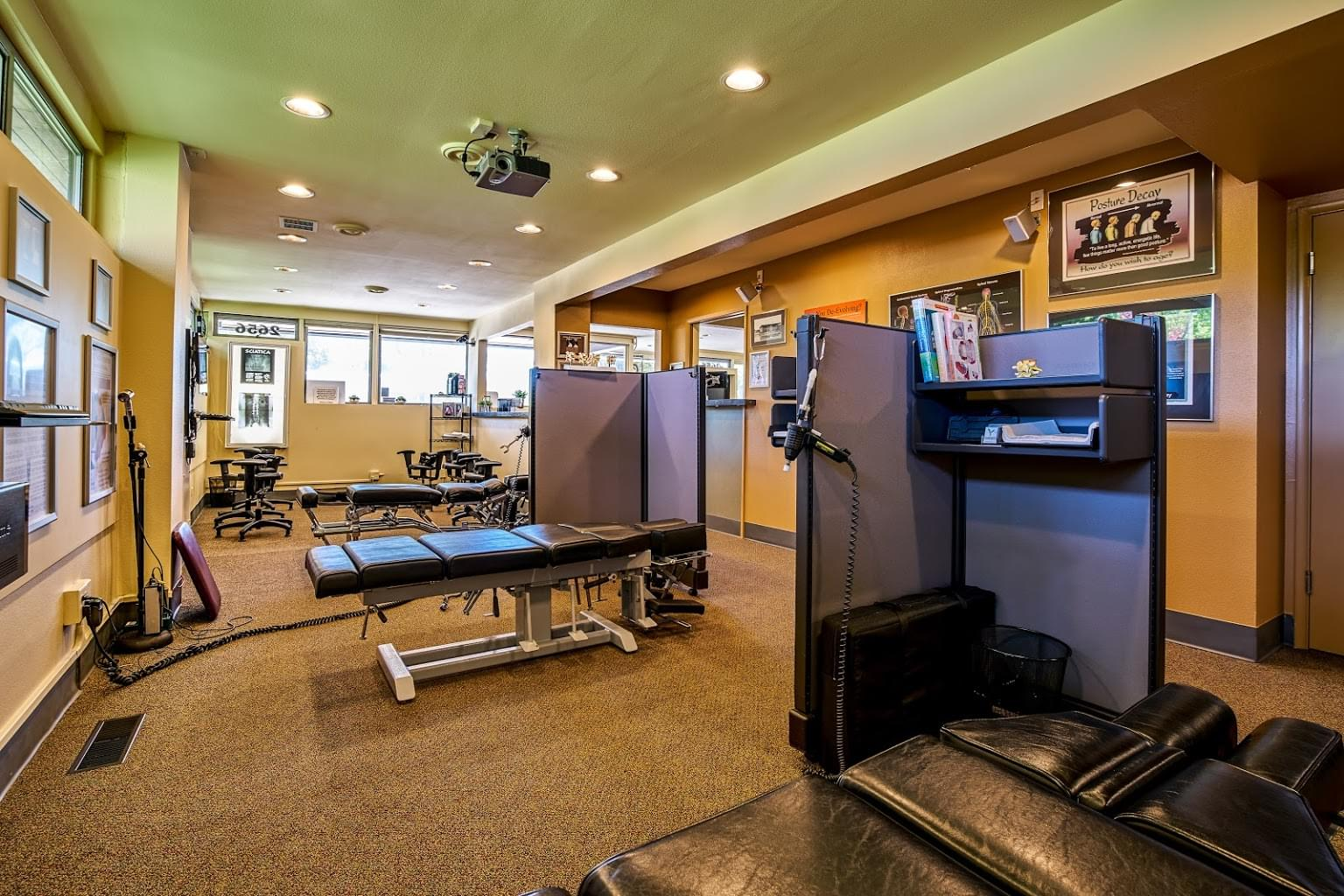 Roxbury Spine and Wellness Clinic – Seattle, WA – See-Inside Chiropractor office