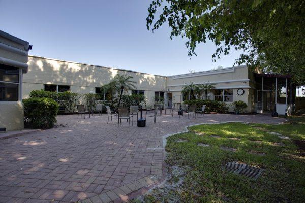 Banyan Boca Raton Drug Addiction Treatment Center courtyard