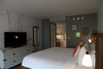 Hotel Indigo Old Town Alexandria, VA Hotel guest room