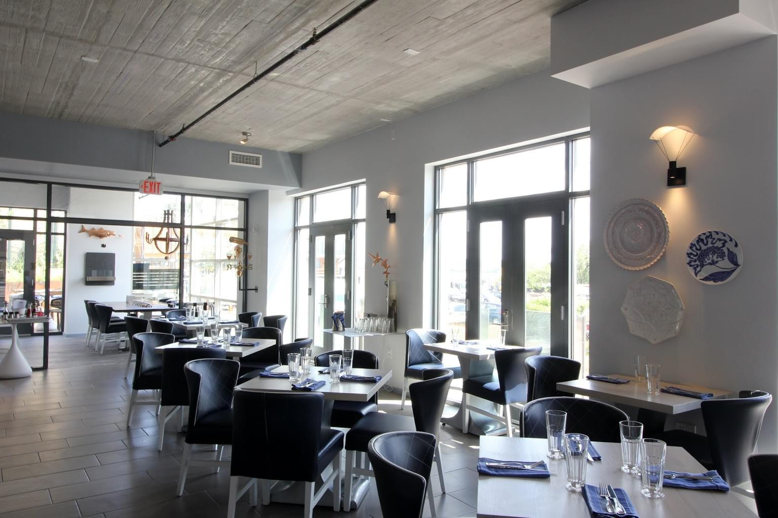 Hummingbird Alexandria, VA American Restaurant seating