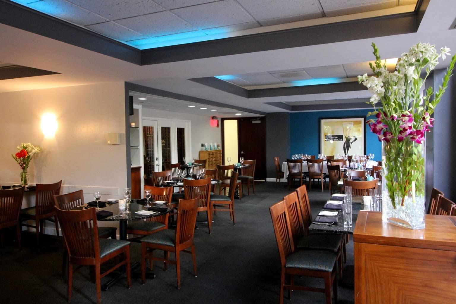 Laporta's Restaurant – Alexandria, VA – See-Inside American Restaurant