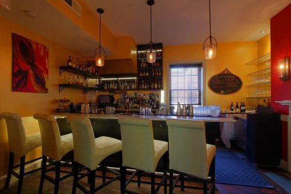 Magnolia's on King Alexandria, VA Southern Restaurant Bar