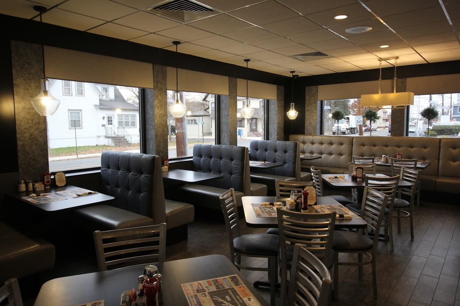 Colonial Diner – Woodbury, NJ – See-Inside Diner