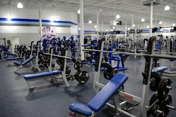 Crunch Fitness Gym in North Charleston, SC bench press shoulder press