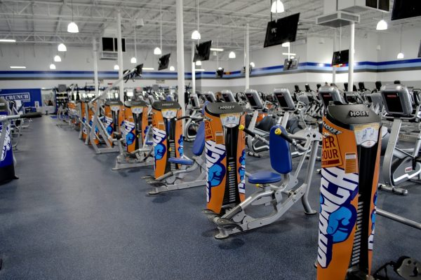 Crunch Fitness Gym in North Charleston, SC exercise machine seated dips