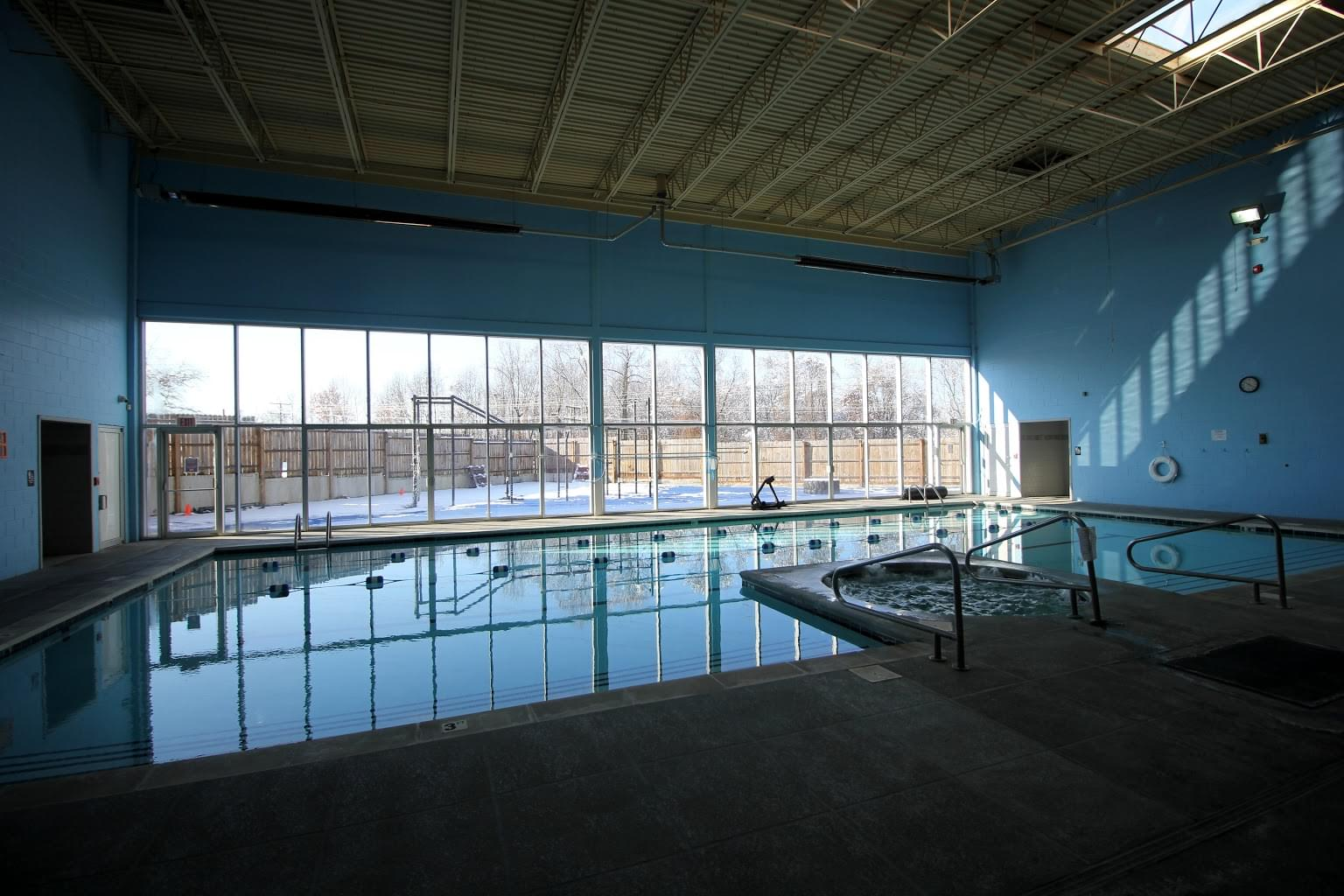 Crunch Fitness Gym in Richmond, VA swimming pool
