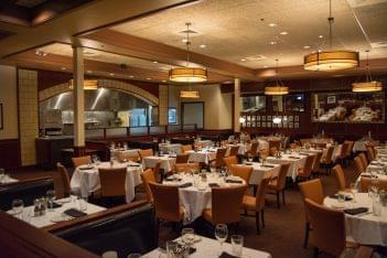 Sullivan's Steakhouse of Tucson, AZ dining area