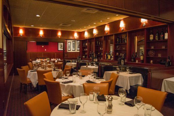 Sullivan's Steakhouse of Tucson, AZ dining room