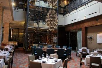 Del Frisco's Double Eagle Chicago lower dining hall