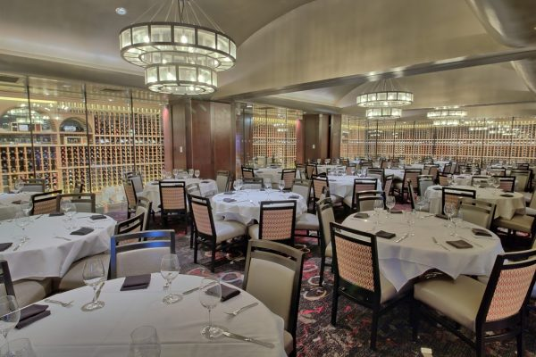 Del Frisco's Double Eagle Steak House at the Galleria in Houston, TX dining area