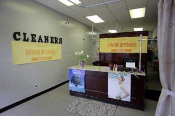 G&G Cleaners in Philadelphia, PA front desk