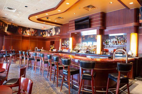 Sullivan's Steakhouse restaurant in Omaha, NE bar counter
