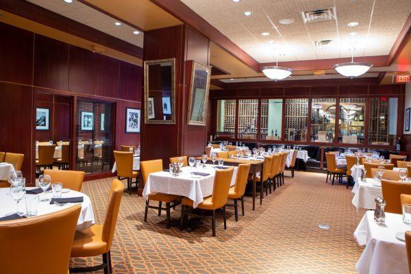 Sullivan's Steakhouse restaurant in Omaha, NE dining area