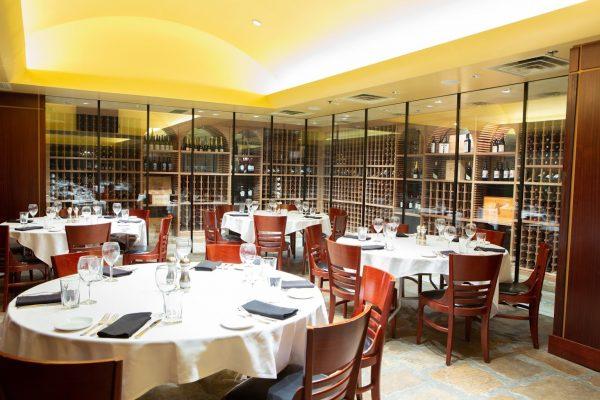 Sullivan's Steakhouse restaurant in Omaha, NE dining room