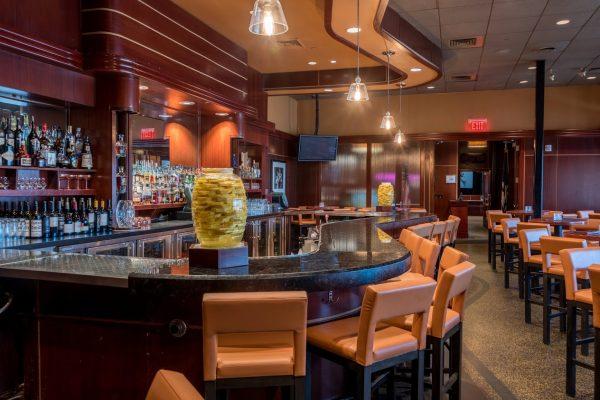 Sullivan's Steakhouse restaurant in Baton Rouge, LA bar