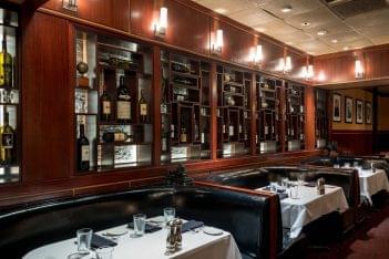 Sullivan's Steakhouse restaurant in Baton Rouge, LA booths