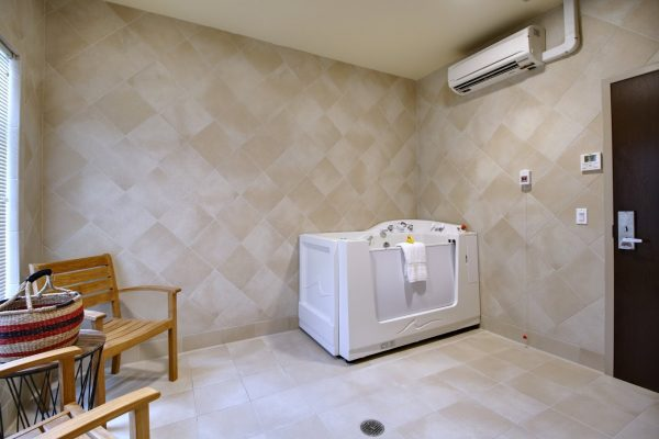 Mission Healthcare at Renton, WA rehabilitation center whirlpool therapy room