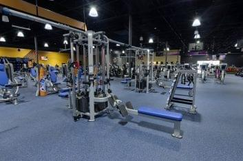 exercise machianes at Crunch Fitness Gym and Health Club in Summerville, SC