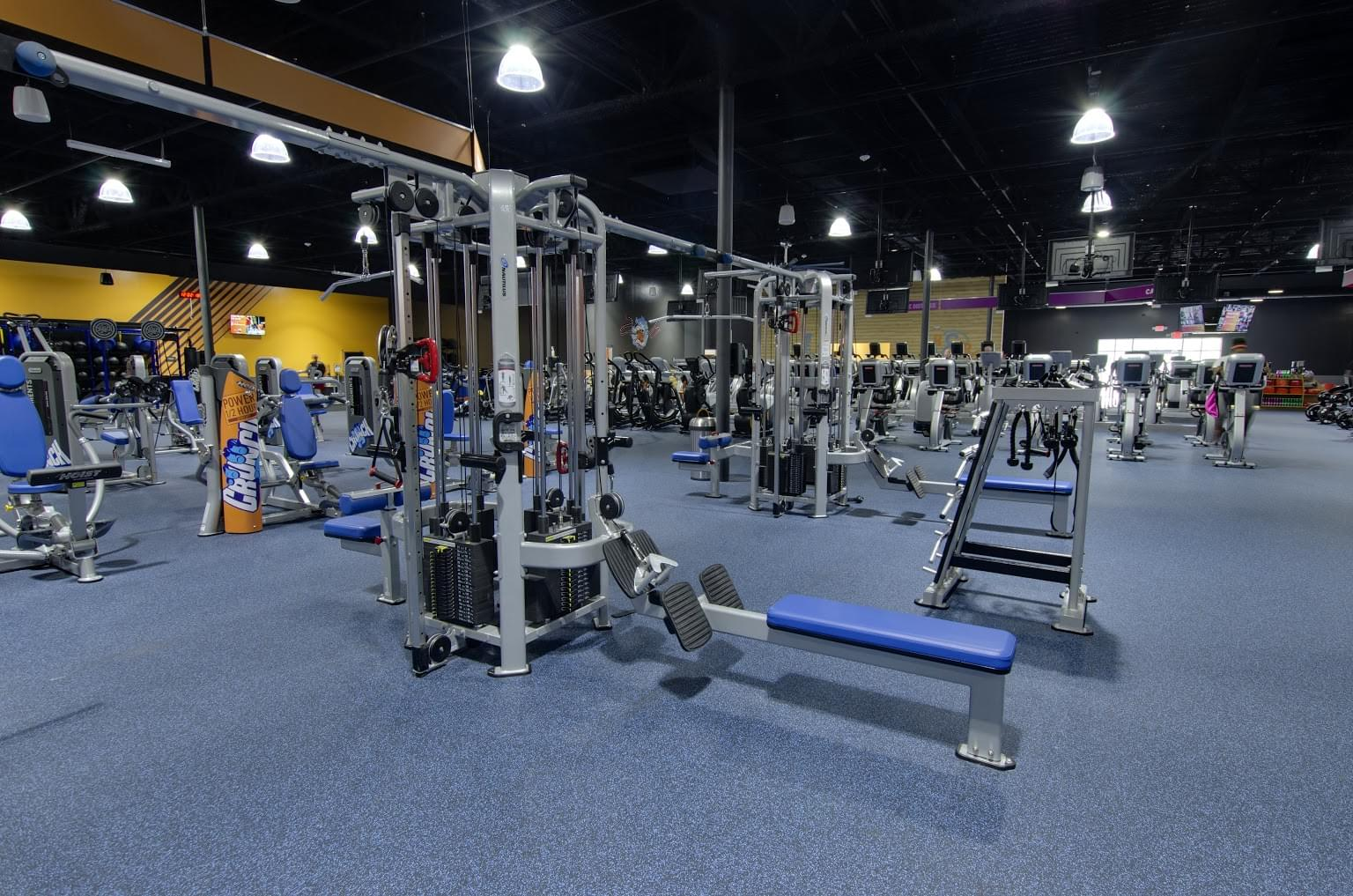 Crunch Fitness Gym and Health Club in Summerville, SC