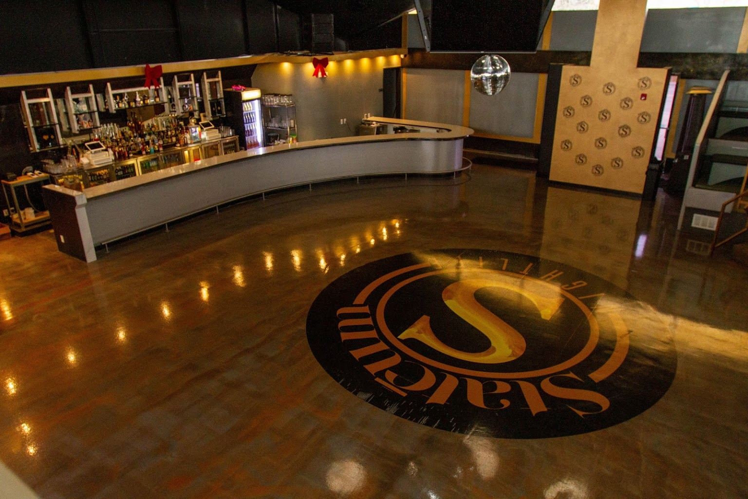 bar and dance floor at Stateum Nights, Night club in Mt Clemens, MI
