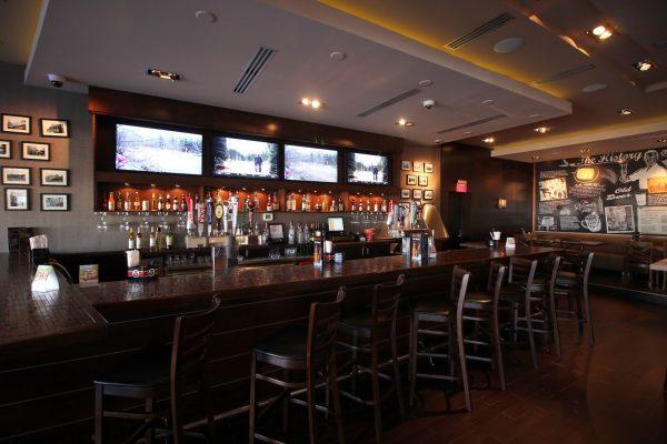 bar counter at Pats Select Pizza | Grill Italian Restaurant in Smyrna, DE