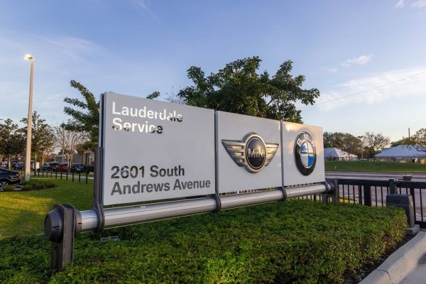 sign at Service Center - BMW of Fort Lauderdale, FL